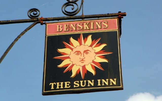 Pub signs sun inn blog small images 1 640 x 400 1 - The History of British Pub Signs
