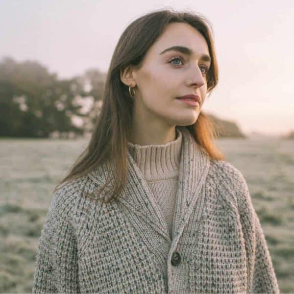 peregrine womens skiddaw shawl 1000x1000 lifestyle 1